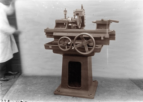 Thomas-Ruff-machines-electriques